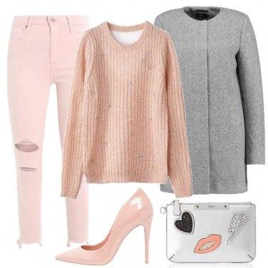 Outfit Pullover e décolleté rosa