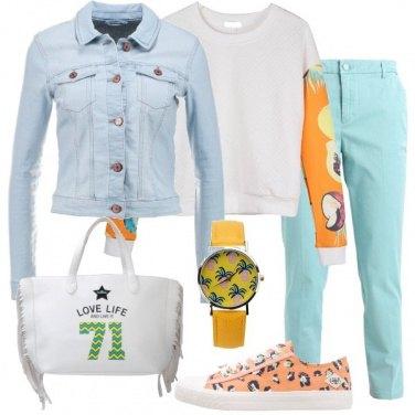 Outfit Pullover con maniche stampate