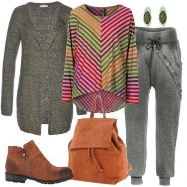 Outfit La maglia a righe colorate