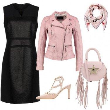 Outfit Un po\' di grinta al classico tubino nero