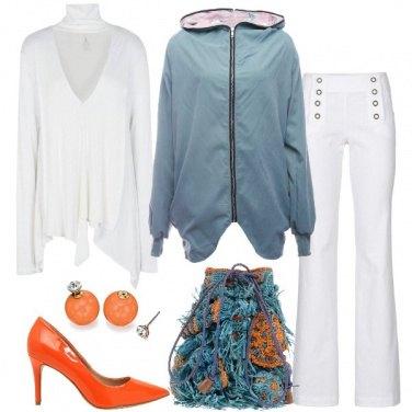 Outfit Il secchiello di rafia colorato