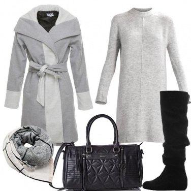 Outfit Di grigio vestita