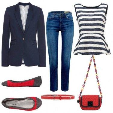 Outfit Un pizzico di rosso per accendere il blu