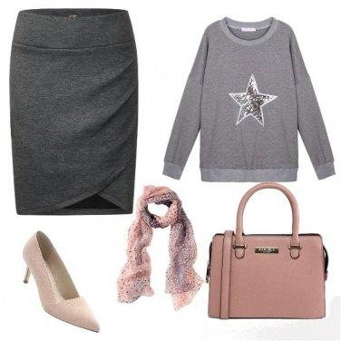 Outfit Longuette grigia e felpa
