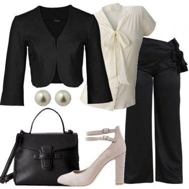 Outfit Elegante in nero e panna