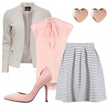 Outfit Grigio rosa e righe