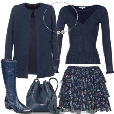 Outfit Blu e fiori delicati