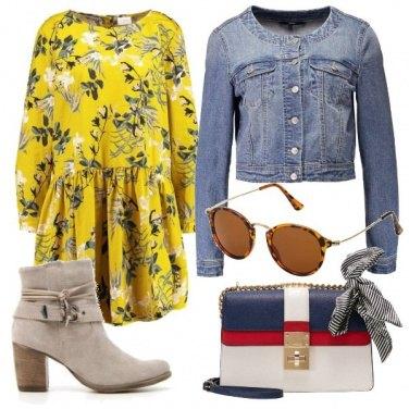 Outfit Abito floreale e stivaletto