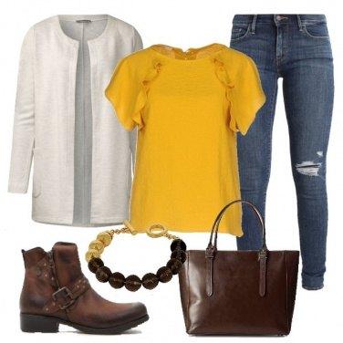 Outfit A lezione in giallo