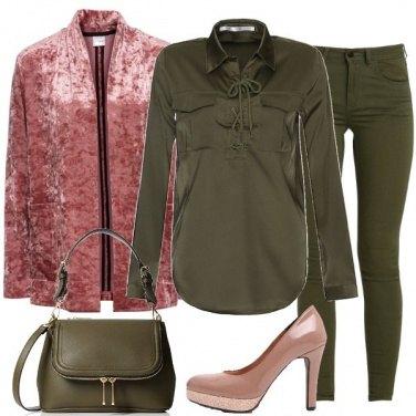 Outfit Velluto e glitter sul verde militare