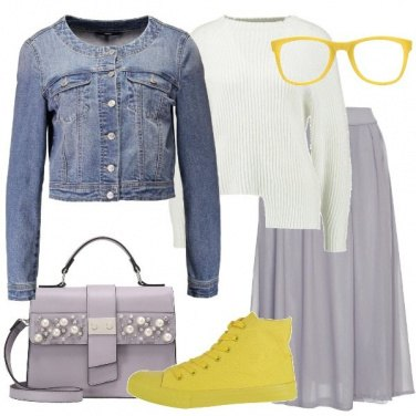 Outfit Sneakers gialla e gonna a campana