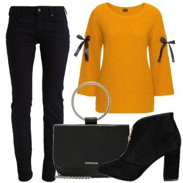 Outfit Pullover con nastri