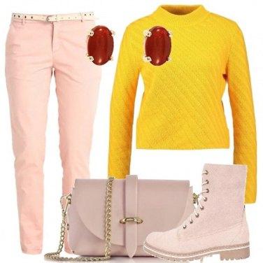 Outfit Giallo e rosa