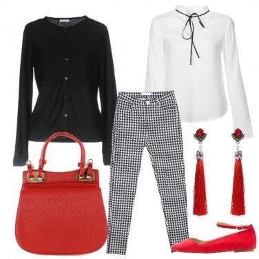 Outfit Scacchi e rosso