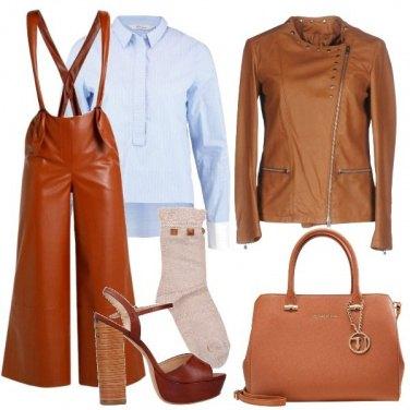 Outfit Pantaloni con bretelle