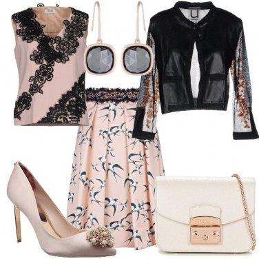 Outfit Pizzo nero sul rosa delicato