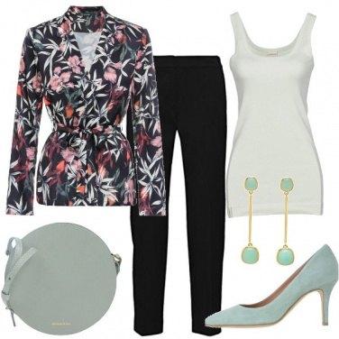 Outfit In nero e verde chiaro