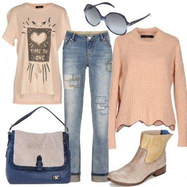 Outfit I jeans con applicazioni di toppe cucite