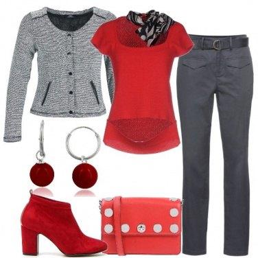 Outfit Toni di grigio e rosso