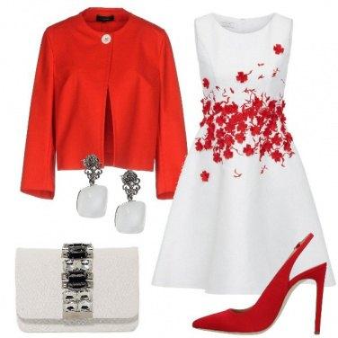 Outfit Fiori rossi sul vestito