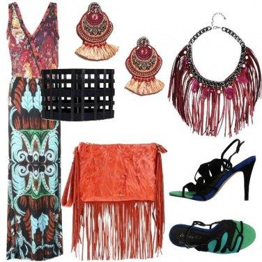 Outfit Etnico con accessori in primo piano