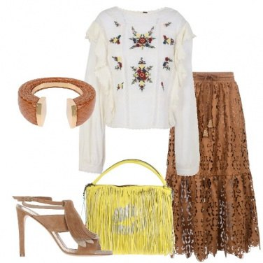 Outfit Gonna in pizzo e blusa con ricami