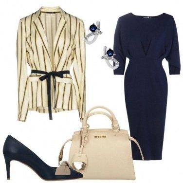 Outfit Tubino blu e giacca rigata