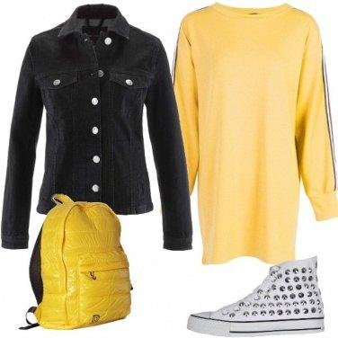 Outfit Vestito e sneakers