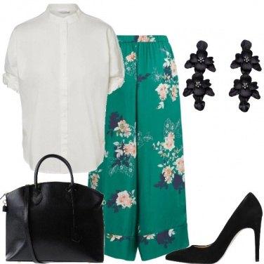 Outfit Il pantalone ampio con i fiori