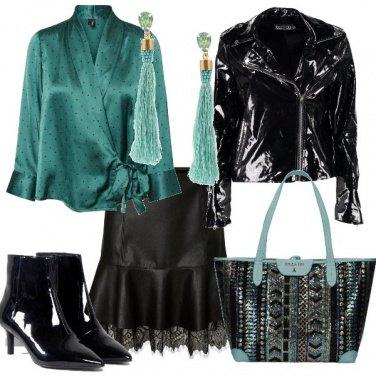 Outfit Effetto vernice su verde acqua