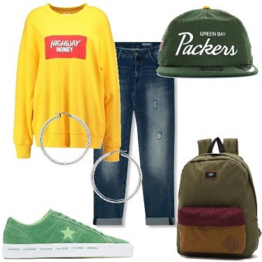 Outfit Felpa e sneakers