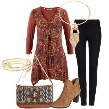 Outfit Tunica marsala in fantasia e skinny