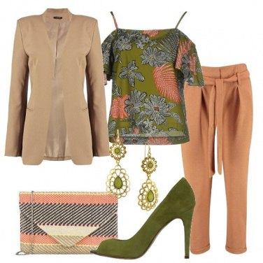 Outfit Splendida blusa floreale