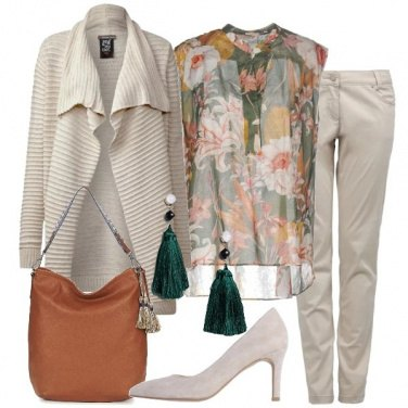 Outfit Cardigan e blusa floreale