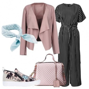 Outfit Jumpsuit a righe e slip on