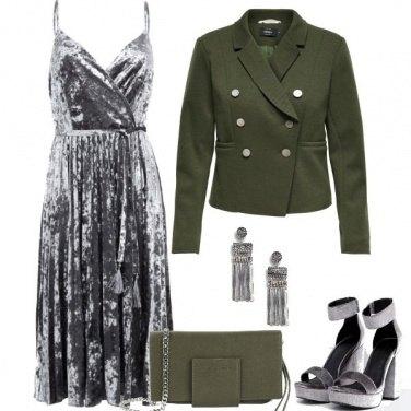 Outfit In grigio e verde