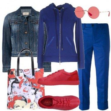 Outfit Felpa sneakers e shopping bag