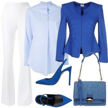 Outfit Volumi dal bianco al blu