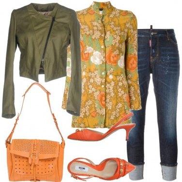Outfit Verde opaco e arancio