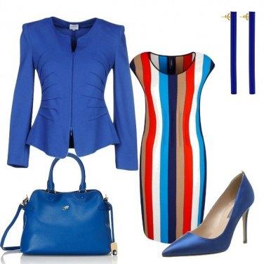 Outfit Righe colorate e blu elettrico