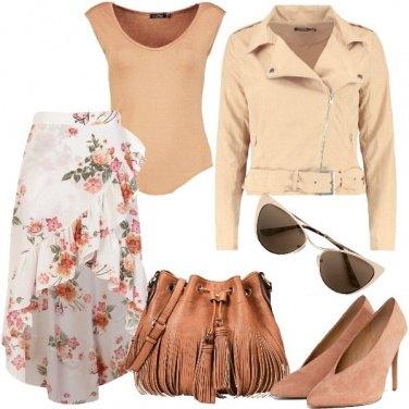 Outfit Floreale con i colori neutri