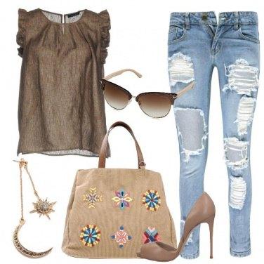 Outfit Tacchi e jeans con strappi