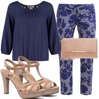 Outfit Un look blu e rosa