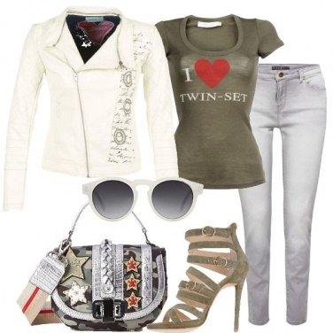 Outfit Biker bianco e minibag