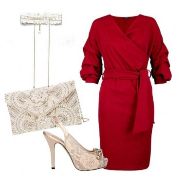 Outfit rosso e pizzo beige