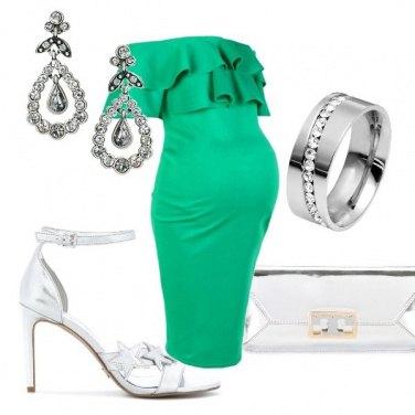 Outfit Cerimonia in verde per futura mammina