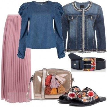 Outfit Spalle ampie e dettagli colorati