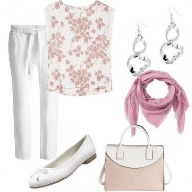Outfit Comoda in tinta pastello