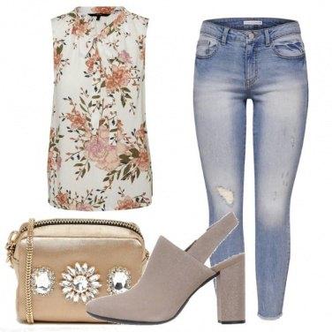 Outfit Smanicata a fiori