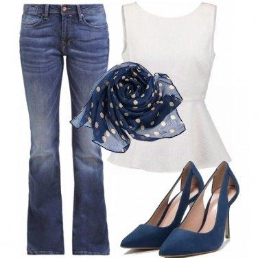 Outfit Metti il foulard blu come cintura